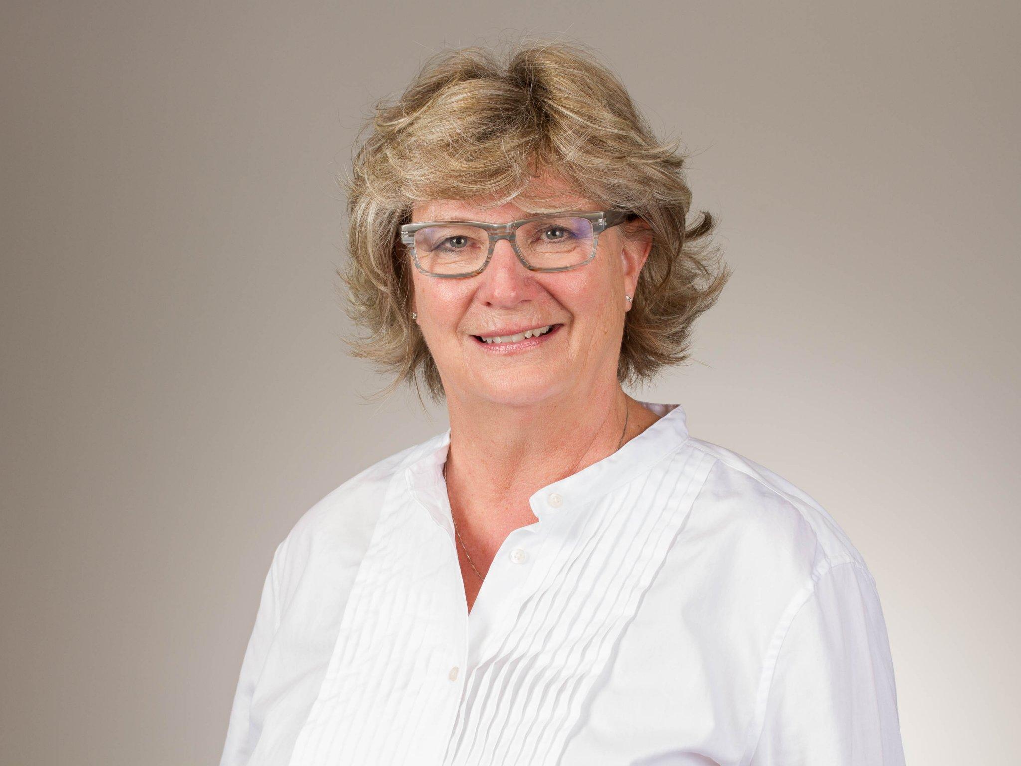 Dr. Carla Nelson