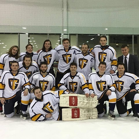 Tyndale Guardians hockey team posing for team photo